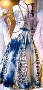 Brudklänning i jeanstyg. Gratis tal bröllop på Talakuten